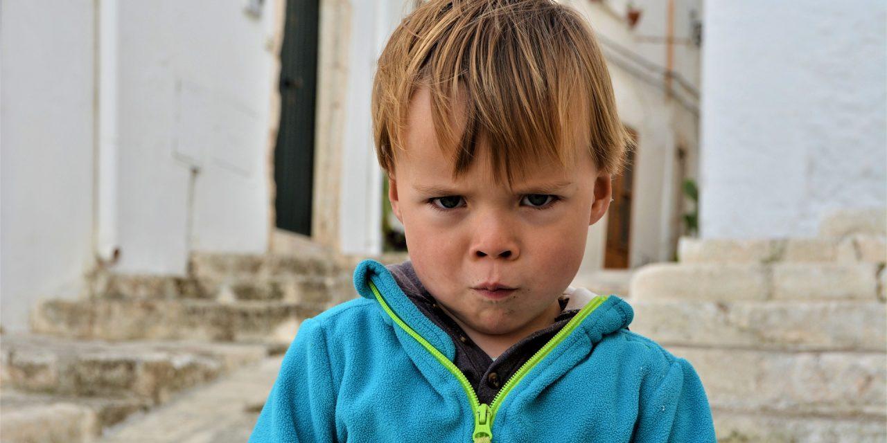 Faut-il demander aux enfants de dire pardon?